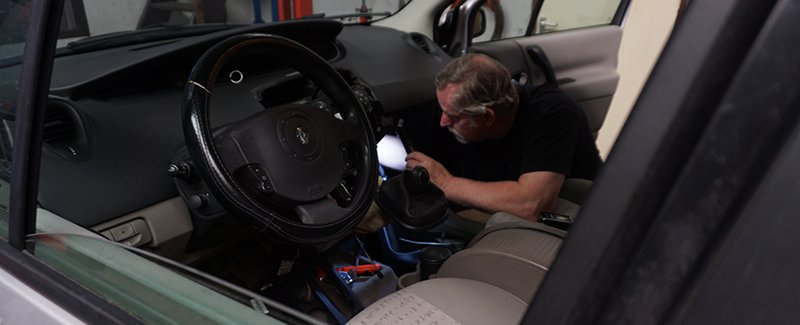 Peter aan het werk (Renault)